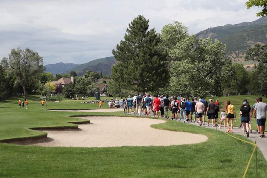 Crowd follows the third playoff hole