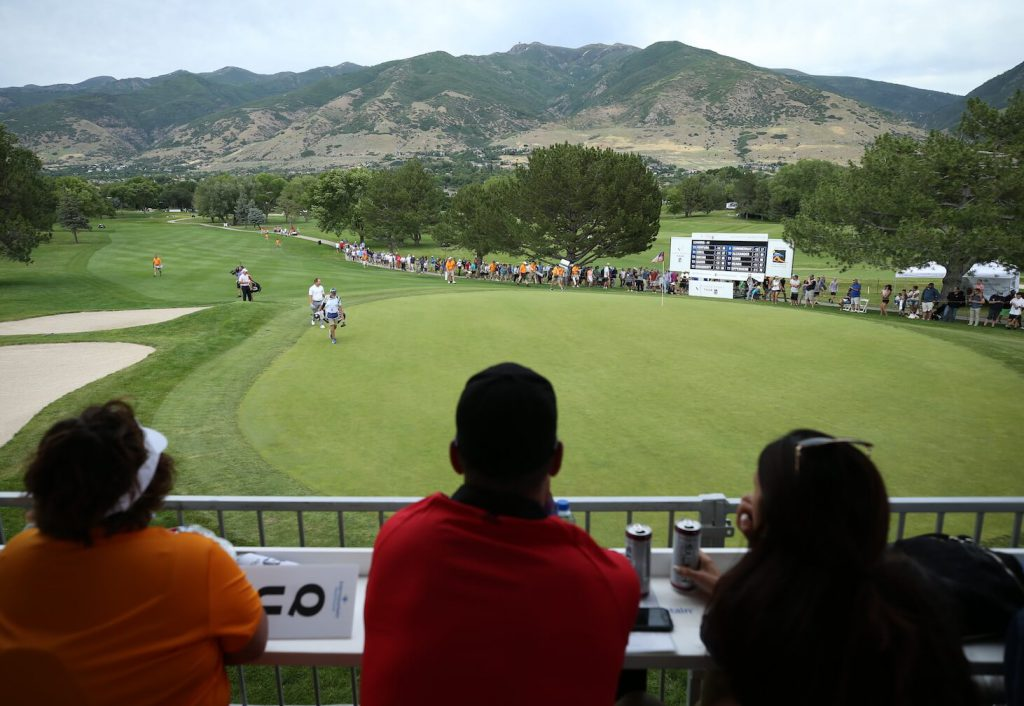 Crowd watches as players approach 18th green
